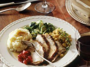 Schweinebraten mit Gemüse und Relish aus Cranberries Rezept