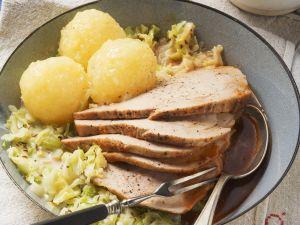 Schweinebraten mit Kohlgemüse und Klößen Rezept