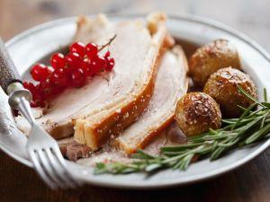 Schweinebraten mit Rosmarin-Kartoffeln Rezept