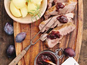 Schweinebraten mit Rosmarinkartoffeln und Pflaumensauce Rezept
