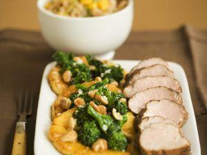 Schweinefilet mit Brokkoli-Nuss-Gemüse Rezept