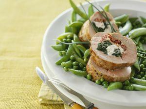 Schweinefilet mit Spinatfüllung und Gemüse Rezept
