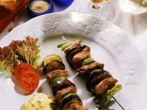 Schweinefleisch-Gemüsespieße mit Remoulade Rezept