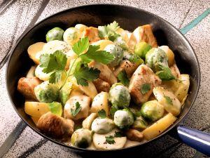 Schweinefleisch-Rosenkohl-Pfanne mit Kartoffeln Rezept