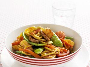 Schweinefleisch süß-sauer mit Gemüse und Nudeln Rezept