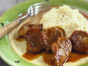 Schweinegulasch mit Kartoffelpüree Rezept