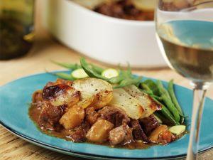Schweineragout mit Kartoffelkruste Rezept