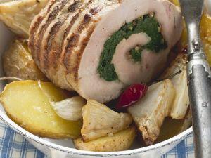 Schweinerollbraten mit Kartoffeln und Sellerie Rezept