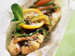 Seebarsch mit Gemüse in Papier gegart Rezept