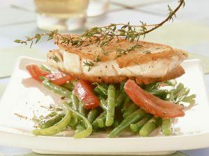 Seelachs in Ciabattamantel und Bohnensalat mit Tomaten Rezept