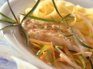 Seelachs mit Gemüse und Nudeln Rezept