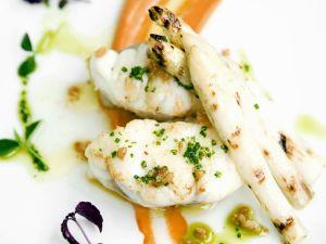 Seeteufelfilet mit weißem Spargel Rezept