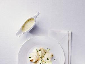 Seezungenröllchen mit Weißweinsauce Rezept