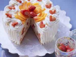 Sekttorte mit Aprikosen und Erdbeeren Rezept