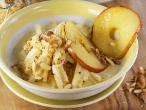 Selleriegemüse mit Senf, Äpfeln und Walnüssen Rezept
