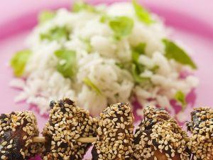 Sesam-Hühnchen vom Spieß mit Minzreis Rezept