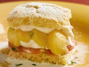 Shortcake mit Pfirsich-Rhabarber-Füllung Rezept