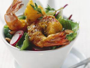 Shrimps im Tempurateig frittiert mit buntem Salat Rezept