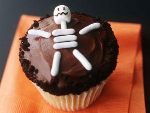 Skelett-Cupcake für Halloween Rezept