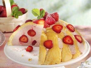Sommerliche Charlotte mit Erdbeeren Rezept