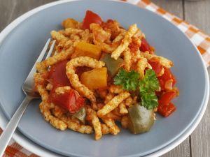 Spätzle mit Paprikagemüse (Letscho) Rezept