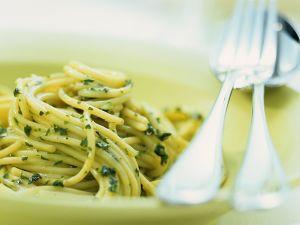 Spaghetti mit Genueser Soße Rezept