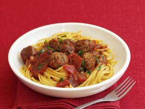 Spaghetti mit Hackbällchen und Tomatensauce Rezept