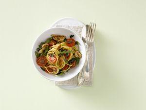 Spaghetti mit Hähnchenfleisch und Kirschtomaten Rezept