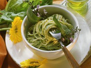 Spaghetti mit Kräutersoße Rezept