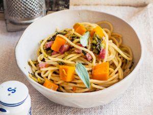 Spaghetti mit Kürbis Rezept