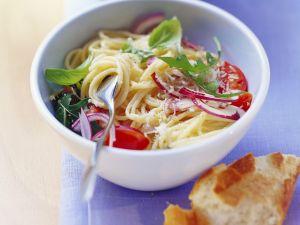 Spaghetti mit Rucola, Tomaten und Zitronenmarinade Rezept