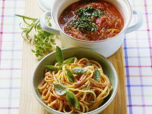 Spaghetti mit sahniger Tomatensauce und Tomatensugo Rezept