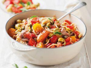 Spaghetti mit Sardellen, Kapern und Oliven Rezept