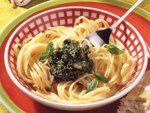 Spaghetti mit Spinatpesto Rezept