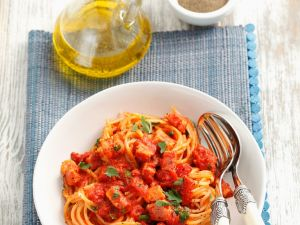 Spaghetti mit Tomaten-Specksauce Rezept