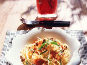 Spaghetti mit Tomatensauce und Pfifferlingen Rezept