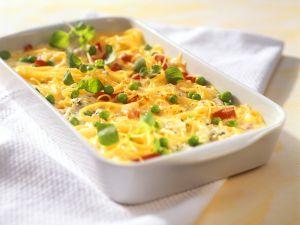 Spaghettiauflauf mit Paprika-Erbsen-Gemüse und Ziegenkäse Rezept