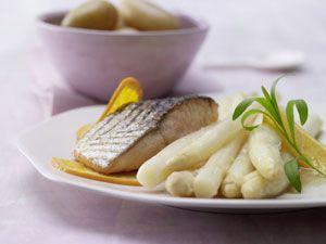 Fleisch und Fisch zum Spargel
