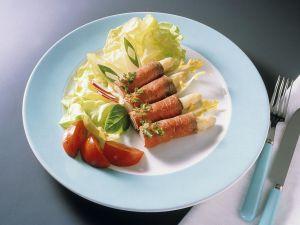 Spargel im Roastbeefmantel mit Salat Rezept