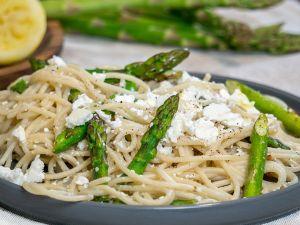Spargel-Zitronen-Pasta mit Feta