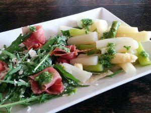 Spargelsalat mit Bärlauch-Pesto Rezept
