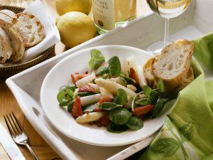 Spargelsalat mit Erdbeeren und Kresse Rezept