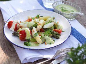 Spargelsalat mit Waldmeister-Avocado-Creme Rezept