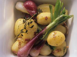 Speck-Kartoffeln mit Frühlingszwiebeln Rezept