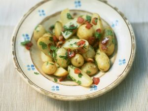 Speck-Kartoffeln mit Koriander Rezept
