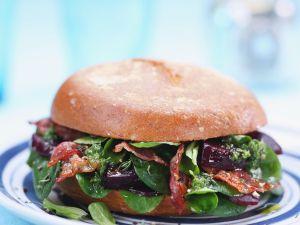 Spinat-Bacon-Burger mit Roter Bete Rezept