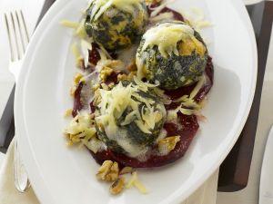 Spinat-Käseklöße mit Käse Rezept