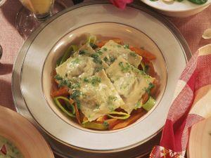 Spinat-Ravioli mit Möhren Rezept