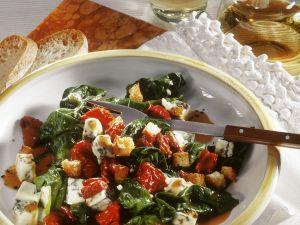 Spinatsalat mit Tomaten und Gorgonzola Rezept