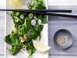 Spinatsalat mit Sesam Rezept